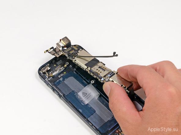 Вынимаем плату iPhone