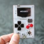 Американец создал игровую консоль размером с кредитную карту