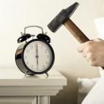 Шведка создала будильник, пробуждающий пощечинами